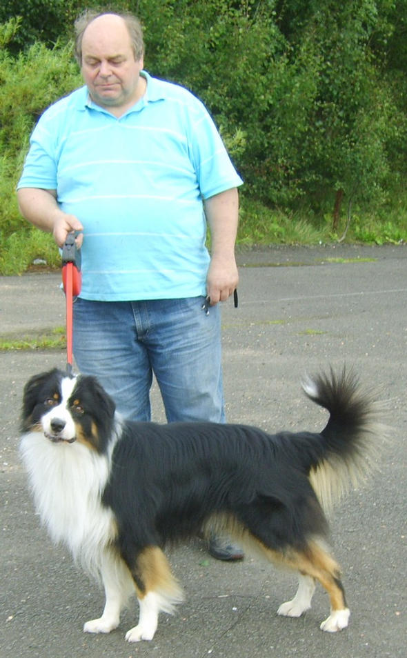 COLIN DOWSON WITH BEAR AT STRATHCLYDE COUNTRY PARK AUG 09