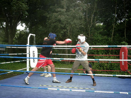 Team leigh boxing charity open day august 39 08 for Boxing day meuble leon