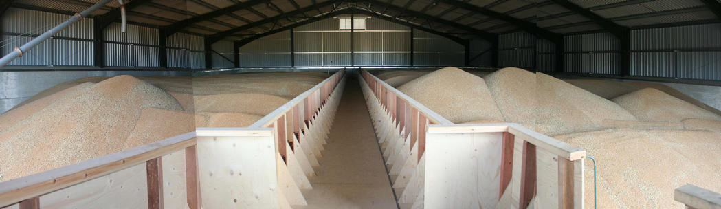 Interior, filled with grain
