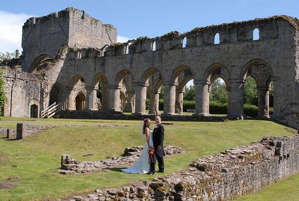Simon & Beth Heath wedding at the Abbey