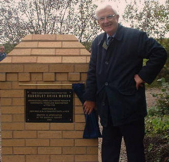 Geoffrey Godden at the unveiling of the memorial at the site of the Caughley factory