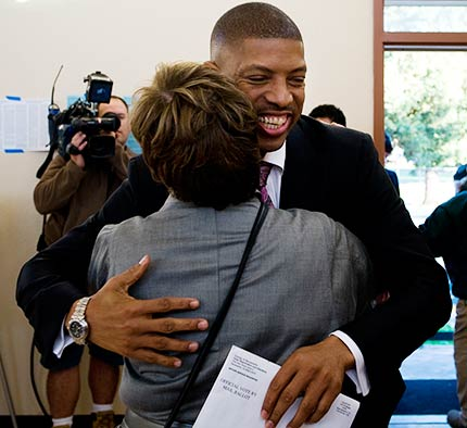 Former NBA star, Kevin Johnson wins Mayorial race in Sacramento, California