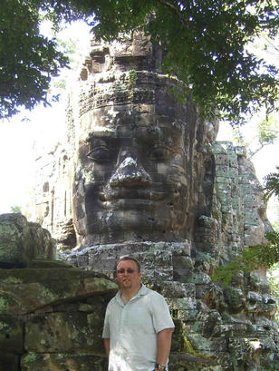 Old head at the gate of Preah Khan (and an older one behind!)