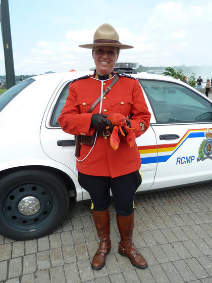 Meeting one of the famous Mounties at Niagara