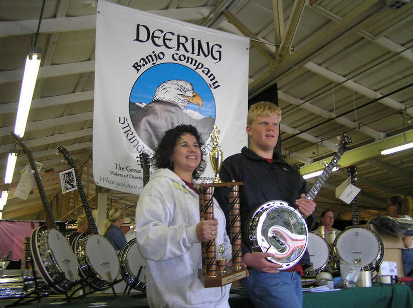 Carolina Bridges of Deering Banjo's and Steven share a very special montent.