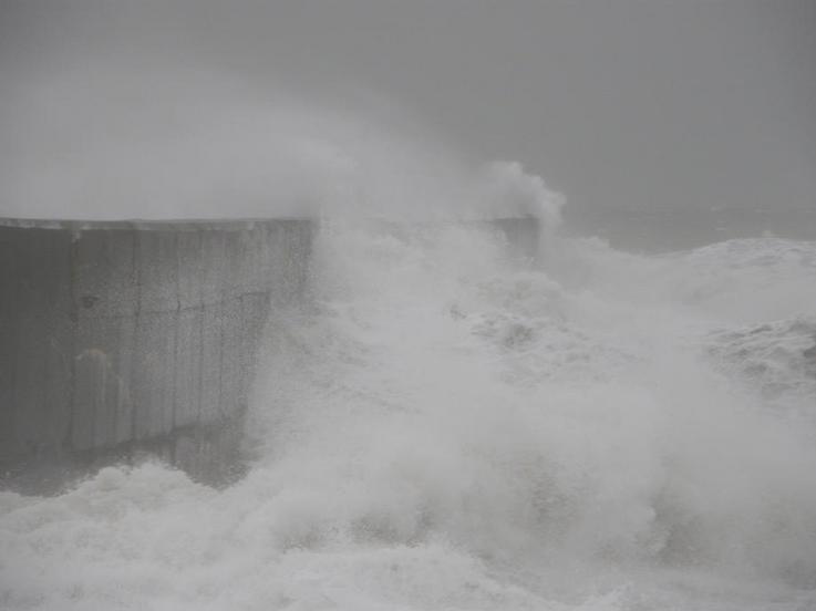 Little breezes stokin' the waves!!