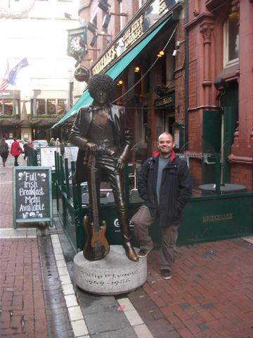 Me and Phil Lynott outside Bruxelles bar, Dublin