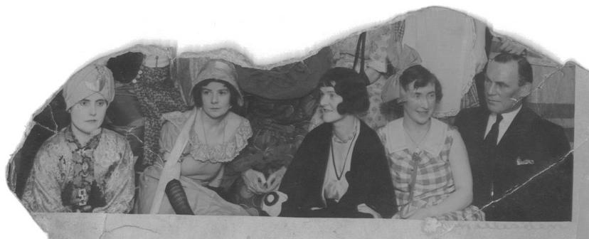 From left:- Nellie, Boof,  and Auntie Bill. Circa 1923