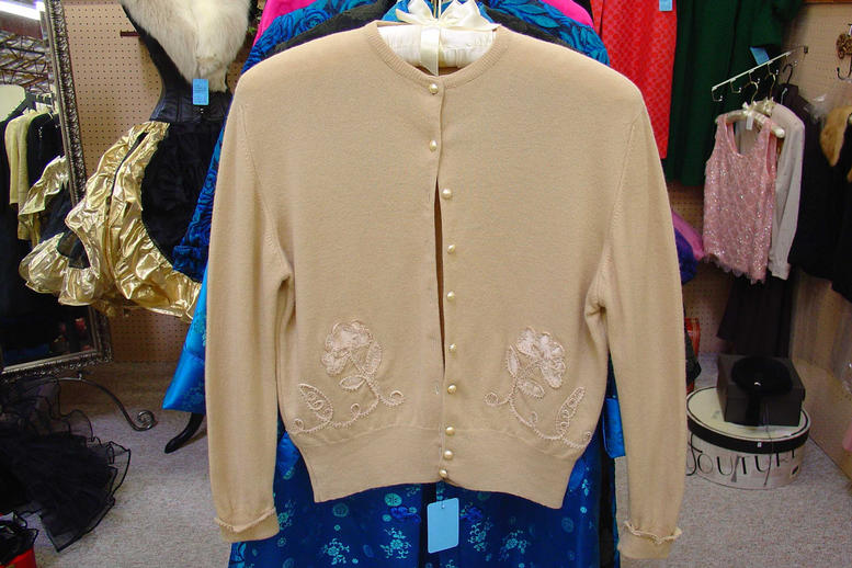 Cashmere cardigan with appliques