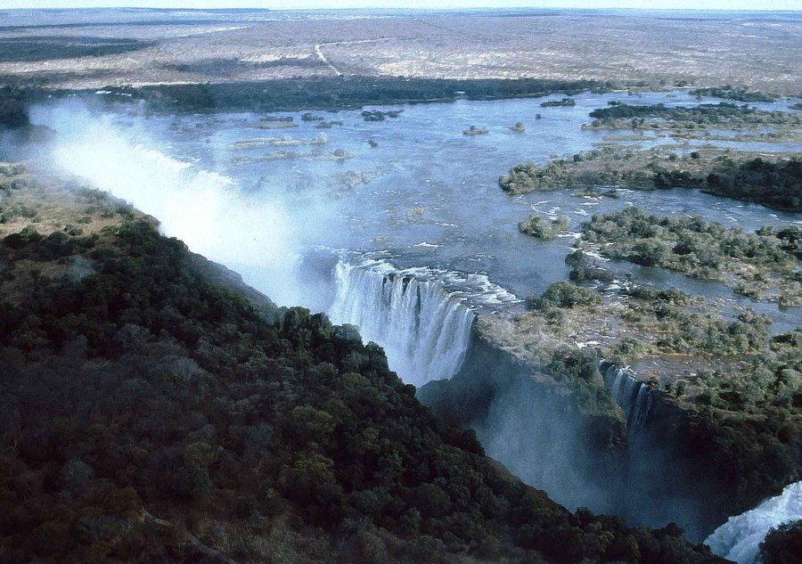 Victoria Falls from the air, 1985