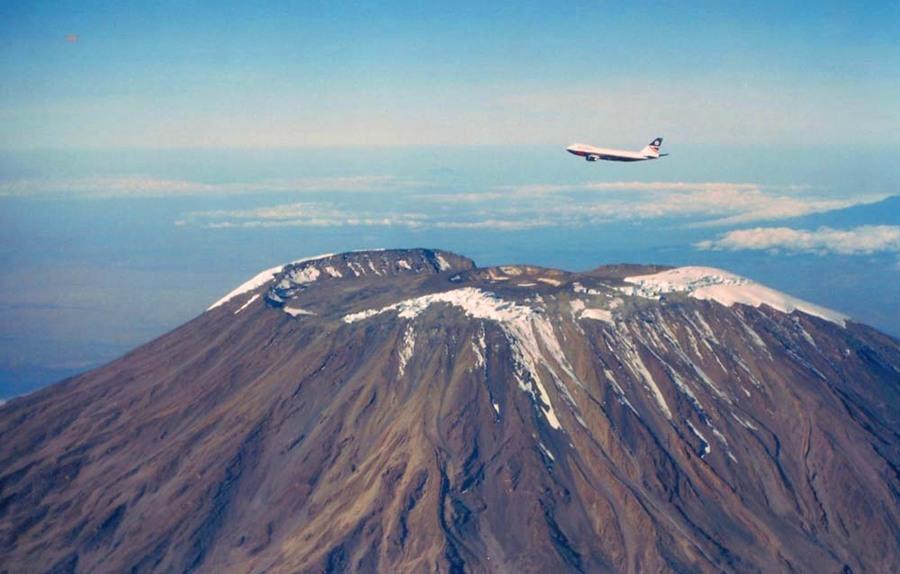 Boeing747 over Kilimanjaro