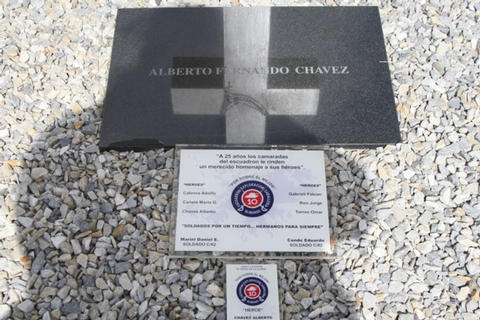 Grave of Alberto Fernando Chavez with signs of a recent pilgrimage