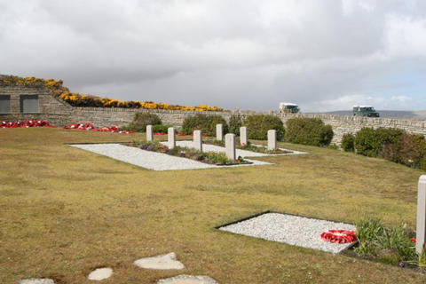 The Graves on the righthand side,last grave of the front row is that of Lt Col H Jones 2 Para.