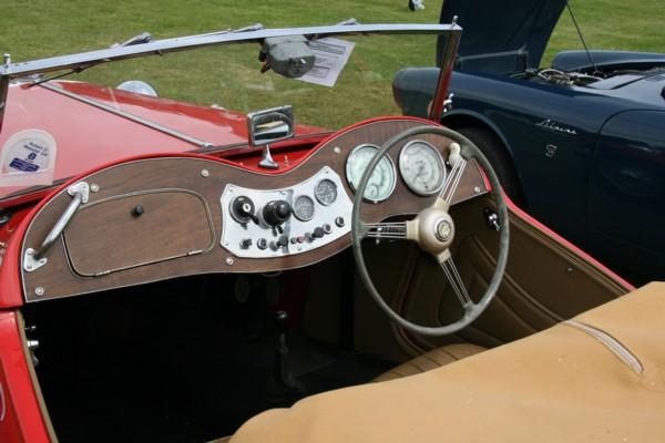 MG TF cockpit