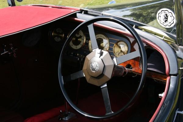 MG VA cockpit