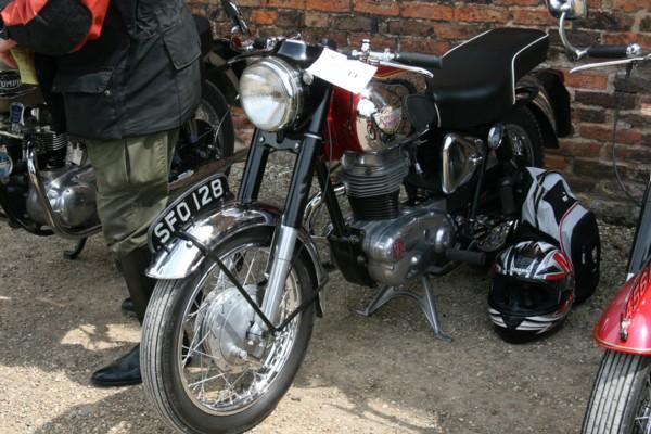 Royal Enfield Bullit 250
